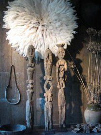 Lengola beelden 95 cm. hoog (hoed is verkocht)