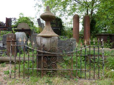 Frans hekwerk en gietijzeren fontein