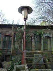 Franse gietijzeren ramen Auvergne + ijzeren lantaarnpaal