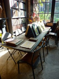 Boekentafel /boekenkast