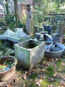 Zinken tuindecoratie en bakken