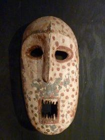 Ituri masker 35 cm. hoog