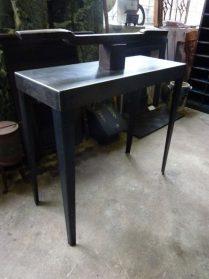 ijzeren side table 90 h-100 br.- 40 diep