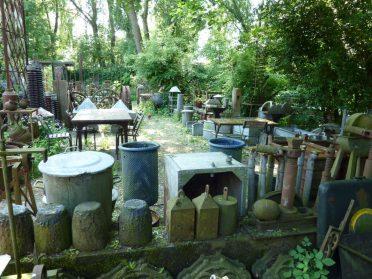Zinken en ijzeren tuinbakken en potten uit ijzergieterij
