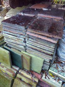 kerkdriel plavuizen bruin-20x20 cm. 145 stuks.Donkerbruin en donkergroen