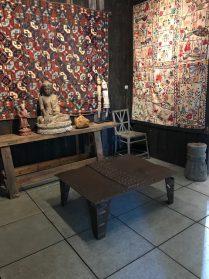 ijzeren salontafel en houten werkbank