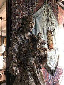 Nepalmuk religieus houten kerkbeeld