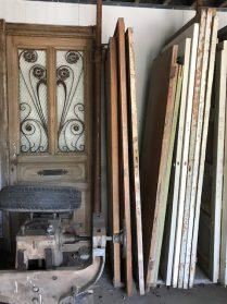 oude voordeur en binnendeuren