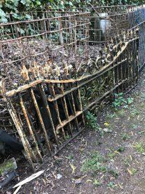 oud Frans tuinhekwerk 2 stuks-1.85 lang