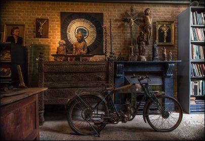 Decoratieve oude motorfiets