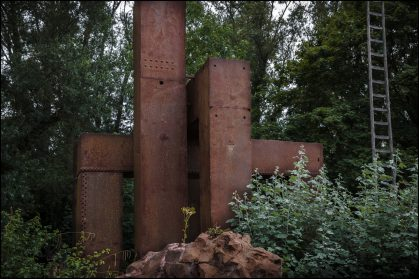 geklonken ijzeren kathedraal hoogte 5 meter