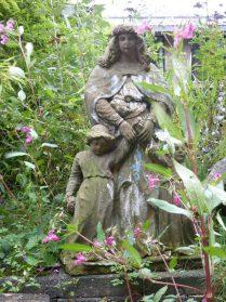 Frans tuinbeeld zandsteen hoog 90 cm.