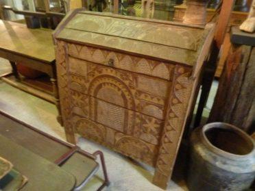 Roemeense kist van hout-h.115 /br.100 /d.60