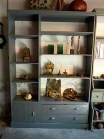 Boekenkast / oude keuken-servieskast / oude kruidenierskast
