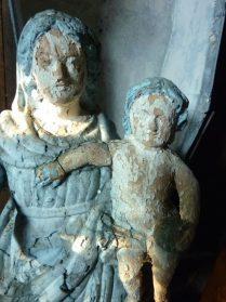 Frans houten mariabeeld uit Pyrineen in zinken nis