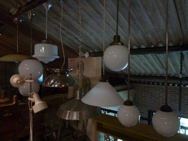 hanglampen + voormalige schoollampen-jaren 50
