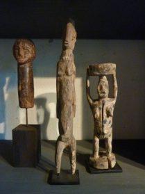 Afrikaanse beelden divers 27/35 cm. hoog
