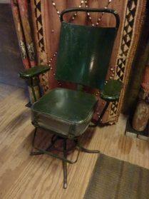 kappers-stoel ( eigen ontwerp smid )