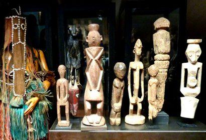 Dogon danspak en div. tribale kunst