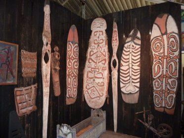 Asmat schilden en Omu-Nieuw Guinea