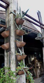 hangende tuinbakjes uit voormalige meelfabriek